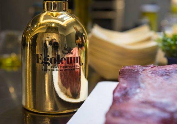 Egoleum, Oro líquido hecho aceite